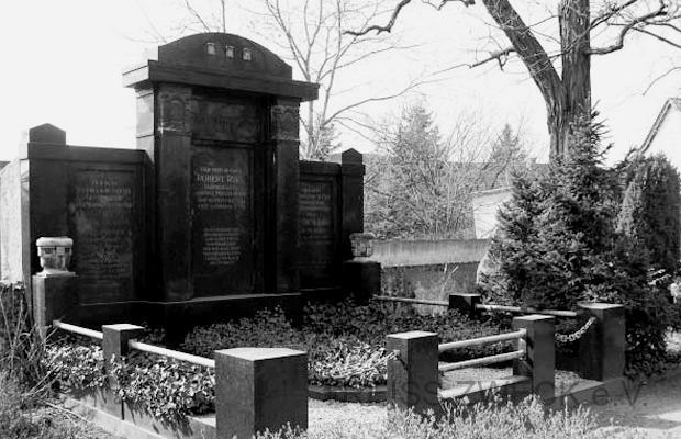 Grabstelle der Familie Robert Reiss