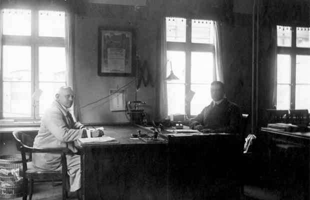 Paul Reiss und Herbert Wichmann in ihren Arbeitsräumen